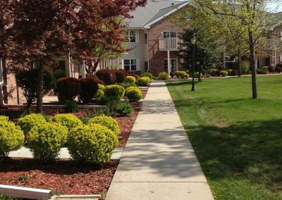 Hartland-Retirement-Apartments-with-Landscaped-Grounds
